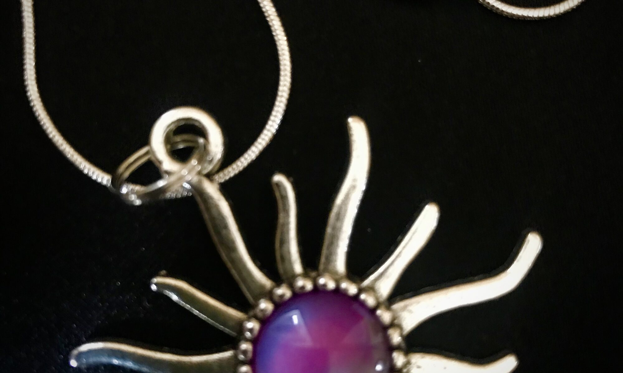 Jewelry - Silver necklace with purple sunburst
